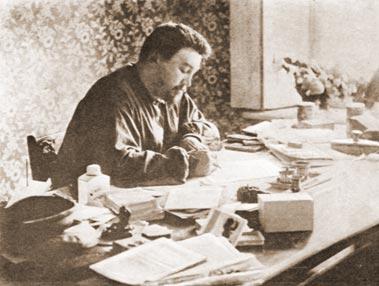 А.И. Куприн за письменным столом. 1911